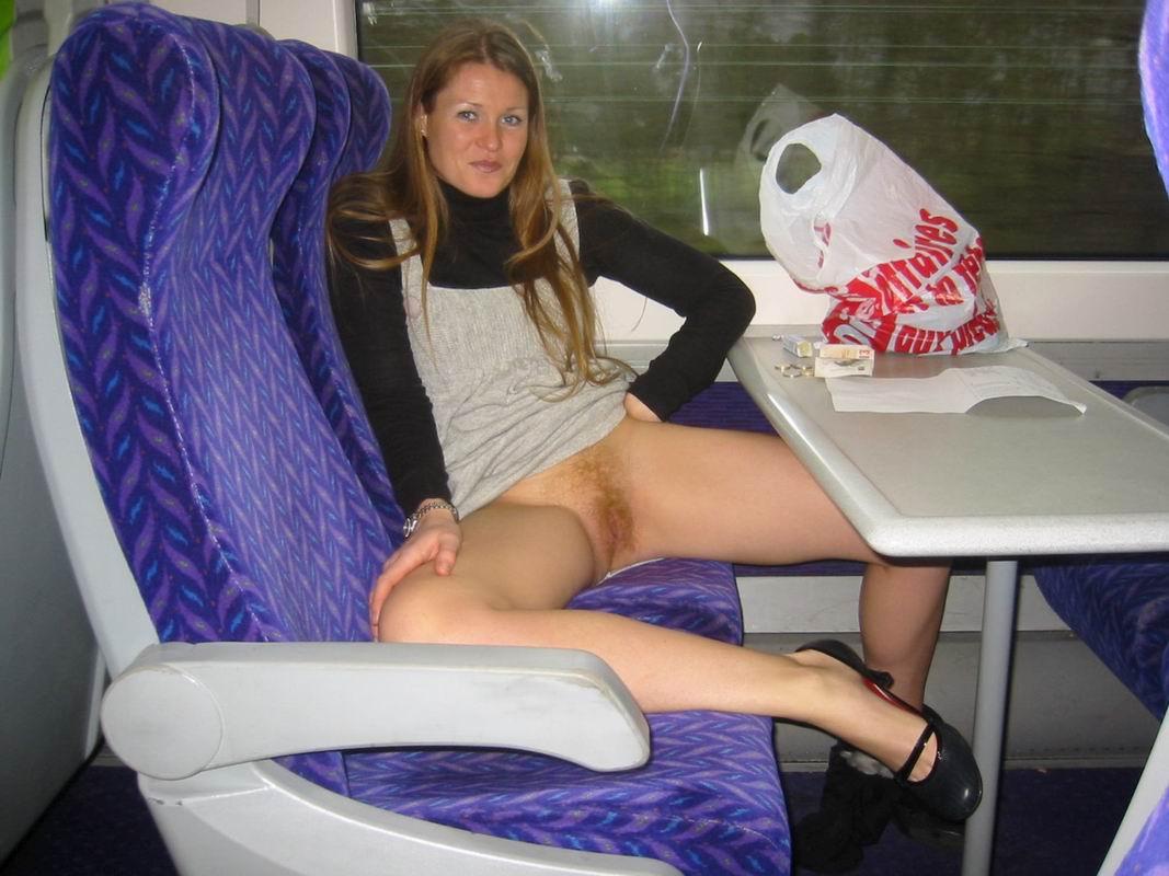 Трогает девушку в транспорте 22 фотография